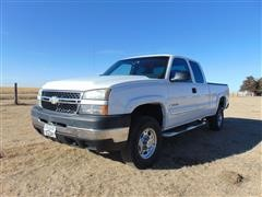 2006 Chevrolet K2500HD 4x4 Extended Cab Pickup