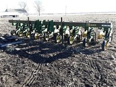 John Deere 885 8-Row Cultivator