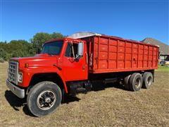 1984 International 1954 T/A Grain Truck