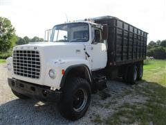 1974 Ford LT900 T/A Grain Truck