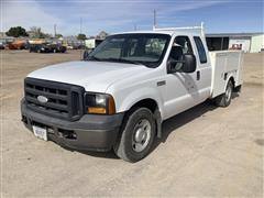 2006 Ford F250 2WD Extended Cab Utility Truck