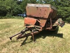 Henke Mixer Feed Wagon