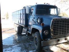 1974 Ford 800 Grain Truck