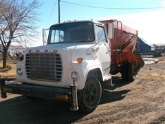 1982 Ford LN700 Feed Truck
