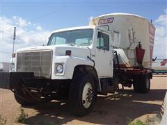1986 International S1954 S/A Truck w/ Roto-Mix 635 Vertical Mixer