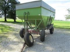 1981 Parker 2600 Side Discharge Gravity Wagon