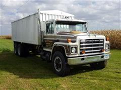 1981 International 1854 T/A Grain Truck
