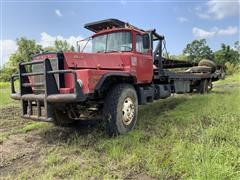1968 Mack DM 800 Winch Truck