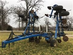 DMI 4200 Pull-Type Anhydrous Applicator