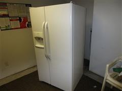 2011 Frigidaire FFHS2611LW2 26.0 Cu Ft Side By Side Refrigerator/Freezer