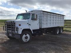 1984 International F2275 T/A Grain Truck