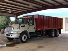 2005 International 4400 T/A Grain Truck