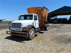 1993 International 4900 4X2 Mixer Feed Truck