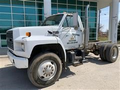 1990 Ford F800 Cab & Chassis