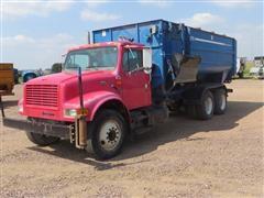 1999 International 4900 T/A Feed/Mixer Truck