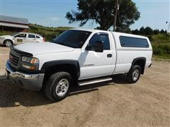 2005 GMC Sierra 2500 HD Pickup W/Topper