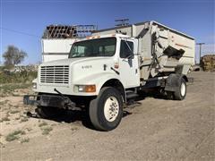 2001 International 4900 S/A Feed Truck