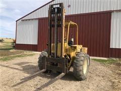 International Harvester 4000 2WD All Terrain Forklift