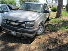 2005 Chevrolet 2500HD 4x4 Crew Cab Pickup