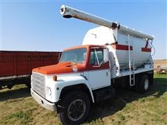 1983 International 1724 Feed Truck
