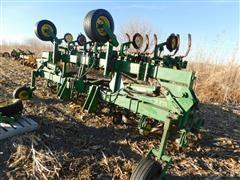 John Deere 875 Cultivator/Fertilizer Bar