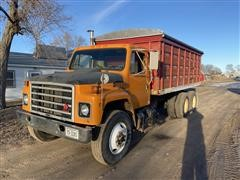 1987 International F1954 T/A Grain Truck