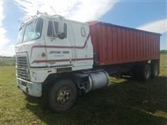 1979 International Tilt T/A Grain Truck