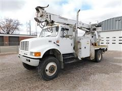 2001 International 4800 Series Digger Truck