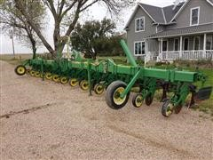 "John Deere 886 12R36"" Conservation Cultivator"