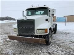 2002 Mack MaxiCruiser Daycab T/A Truck Tractor