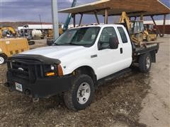 2007 Ford F350 XL Extended Cab 4x4 Flatbed Pickup W/Hydraulic Bale Unroller