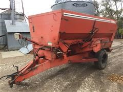 Oswalt 330 Feeder Mixer Wagon