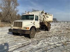 1995 International 4900 S/A Feed Truck