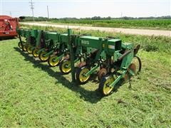 "John Deere 885 8R30"" Mounted Row Crop Cultivator"