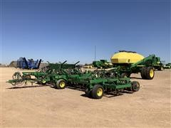 2015 John Deere 1890 Air Seeder W/1910 Cart