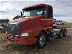2002 Volvo VNL64 T/A Truck Tractor