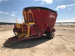 Supreme International 900T Vertical Mixer/Feeder Wagon