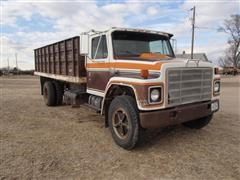 1980 International 1724 Grain Truck