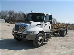 2003 International 4400 T/A Cab & Chassis