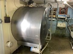Dairy Equipment 2000 Gal Bulk Milk Tank
