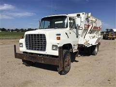 1991 Ford L8000 S/A Feed Truck