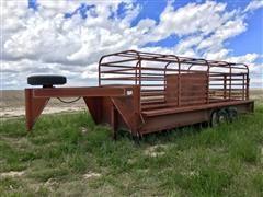 1982 Shelby 20' Gooseneck T/A Livestock Trailer