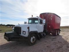 2000 Mack RD688S Feed Truck