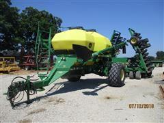 2008 John Deere 1890 Air Seeder & Cart