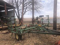 John Deere E-1000 Pull-Type Field Cultivator