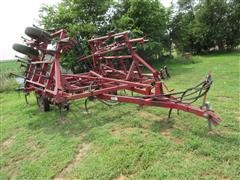 Case International 4800 Vibra Shank Field Cultivator