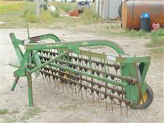 John Deere 650 Hay Rake