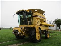 1992 New Holland TR97 2WD Combine