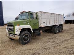 1984 Ford F800 T/A Grain Truck