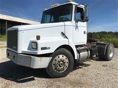 1990 Volvo/White/GMC VNL42 S/A Day Cab Truck Tractor